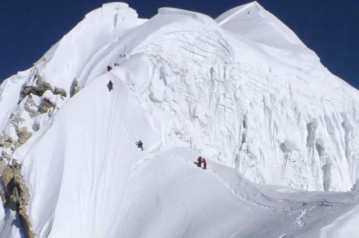 Une équipe de 7 sherpas réussit le sommet du Baruntse, 7.129m !