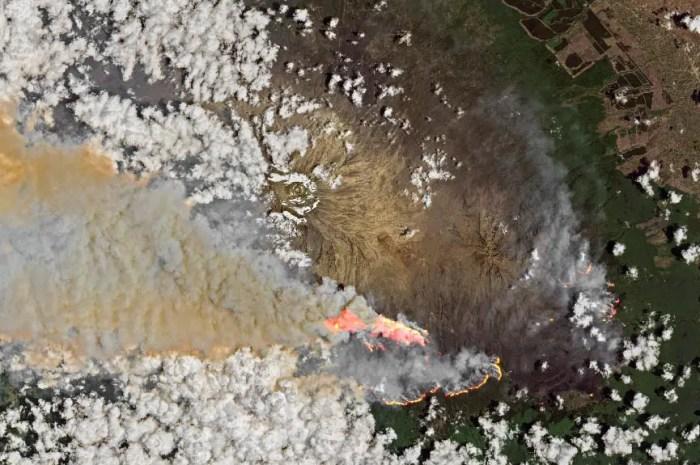 L'incendie du Kilimandjaro serait contenu, les dégâts difficiles à évaluer