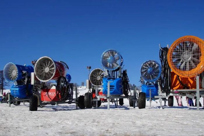 La neige se fait attendre dans les Alpes : les compétitions de ski en jeu