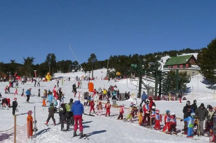 Les enfants des Pyrénées catalanes vont pouvoir skier gratuitement !