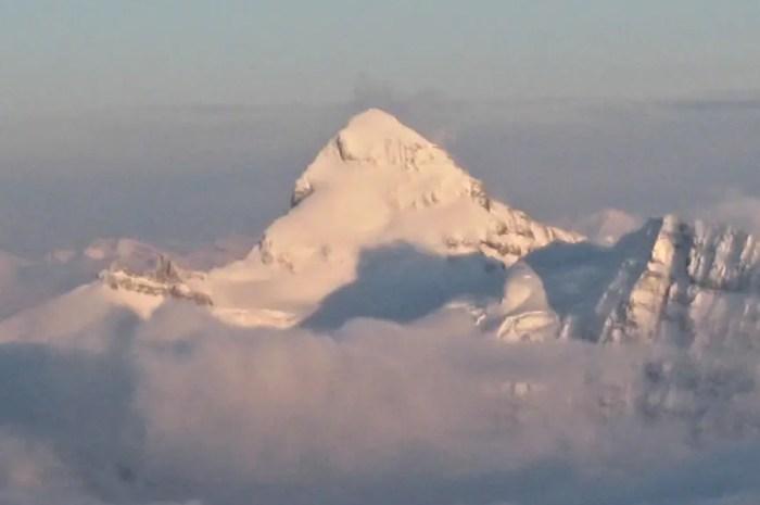 Deux alpinistes canadiens sur la face est du Mt Forbes, une première !