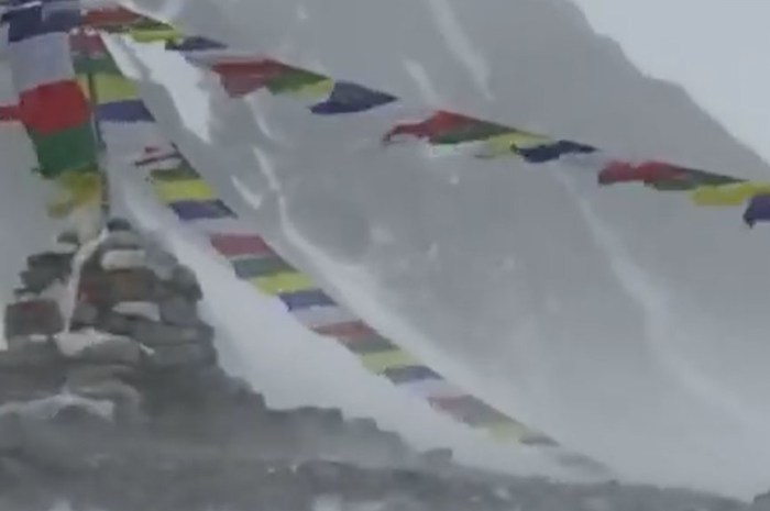 Au K2 : des tentes du Camp 2 pulvérisées par le vent !