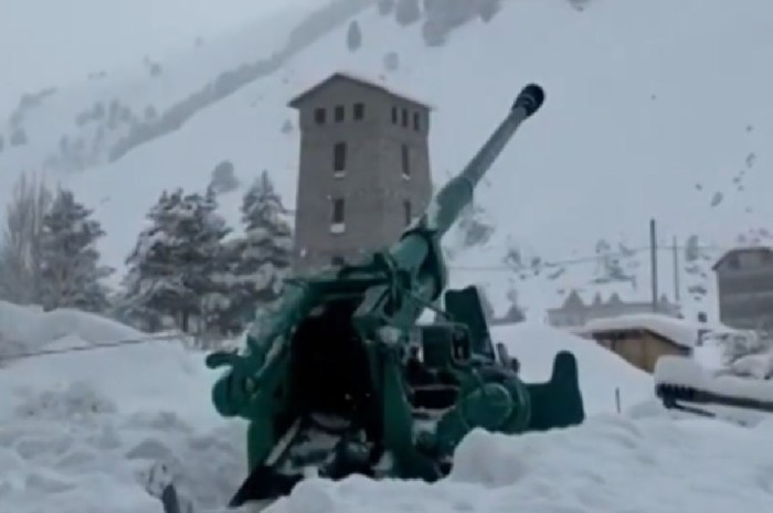Un canon pour déclencher une avalanche dans le Caucase !