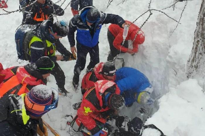 Miraculé, presque 3 heures sous une avalanche : il ressort vivant !