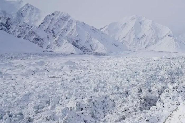Ce glacier du Denali qui avance de 25 mètres par jour !