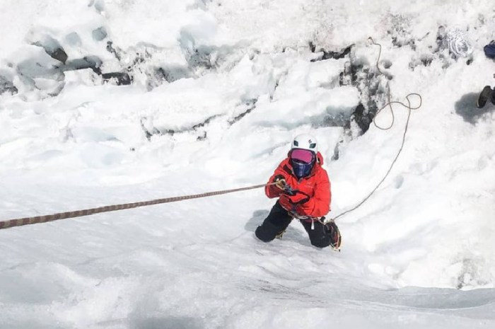 Hélène, 27 ans, devient la plus jeune française à gravir l'Everest !
