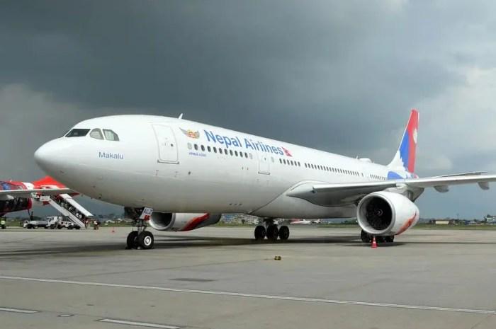 Bloqués sur l'Everest : le Népal suspend tous les vols !