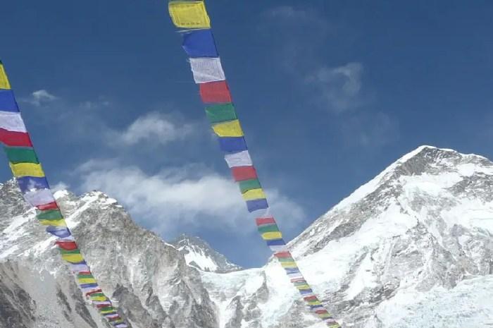 Everest 2021 : plus de 500 alpinistes au sommet, 0 sans oxygène !