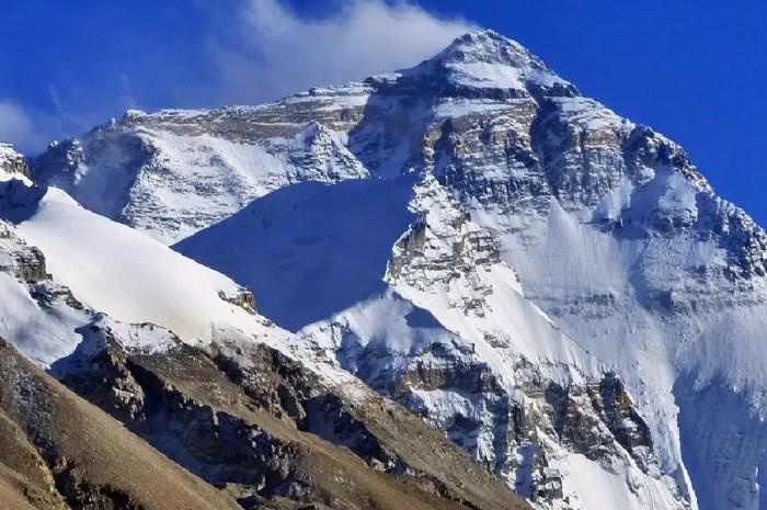 La presse indienne voudrait renommer le Mont Everest !