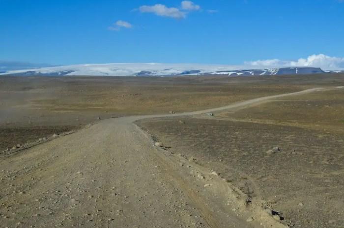 Les randonneurs s'opposent au goudronnage des routes de montagne d'Islande !