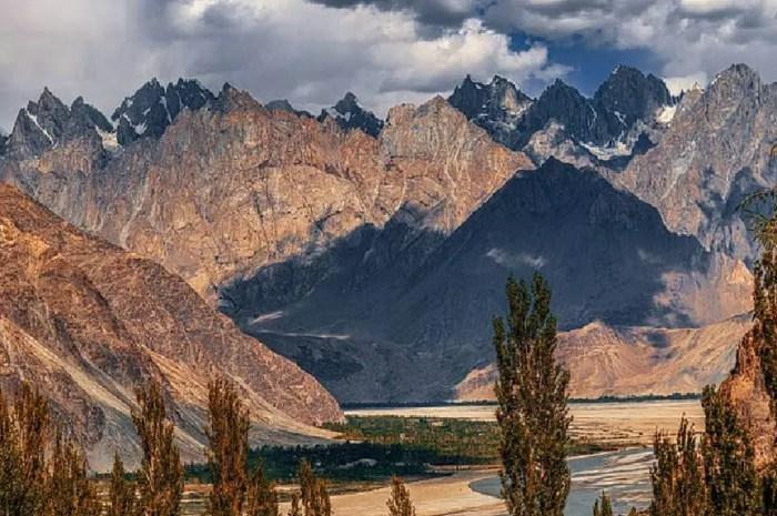 Au K2 : sans les sherpas, les guides pakistanais prendront-ils le relais ?