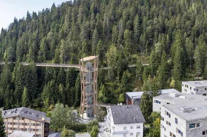 La plus longue passerelle dans les arbres au monde inaugurée en Suisse !