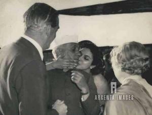 Nehru being kissed by his niece Nayantara Sehgal