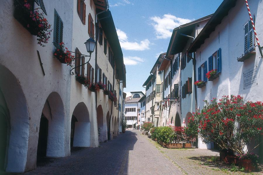 Egna  Giardino del Sudtirolo  Hotels e Alloggi  Alto Adige