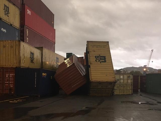 Risultati immagini per Tromba d'aria Spezia, cadono container