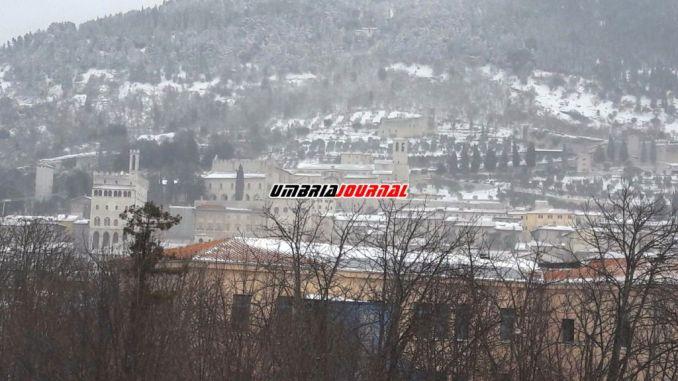 Neve e gelo emergenza Gubbio ancora scuole chiuse anche domani
