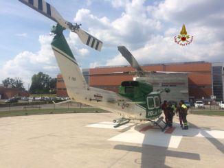 Elicottero Vigili del fuoco, Drago 115, porta in salvo tre escursionisti sul Monte Cucco
