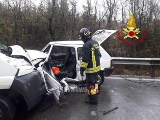 Auto contro furgone, muore un uomo in un incidente sulla Pian d'Assino