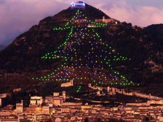 A Gubbio la magia da record, Albero di Natale più grande al mondo