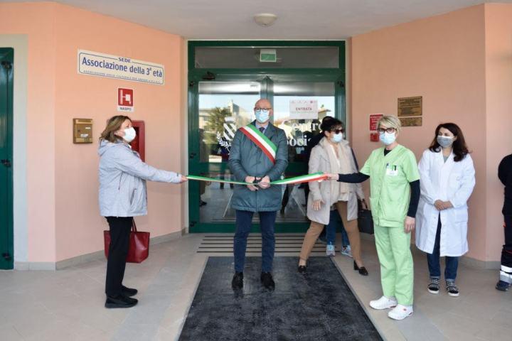 Gualdo Tadino, inaugurato oggi il Punto Vaccinale al Centro della Terza Età