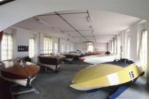 Stessa foto dei motoscafi da cora più recenti - Il primo motoscafo a sinistra era un prestito di anni fa ed ora non è più esposto nel museo