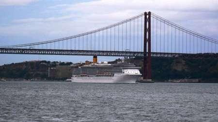 navi sotto il ponte