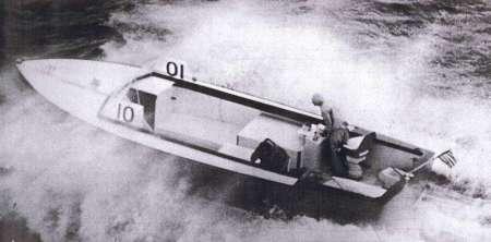 La prima prova di Moppie con a bordo Dick Bertram, Sam Griffith e RayHunt