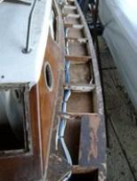Ponte a sinistra smontato durante il restauro barca