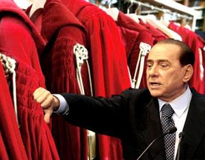 prende spunto da facebook, denuncia ed ora Berlusconi è nuovamente indagato