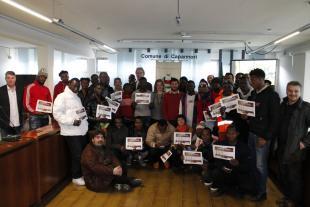 Il gruppo di richiedenti asilo assieme all'assessore Carmassi