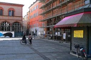 Terremoto, ricostruzione, piazza, impalcature