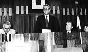 """Elezione di Luciano Guerzoni a presidente del Consiglio regionale (25 giugno 1990). Archivio """"Lodo e Lodi"""" di Bologna"""