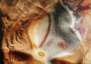 Uno dei disegni sulle scogliere immortalati da Gianfranco Pensa