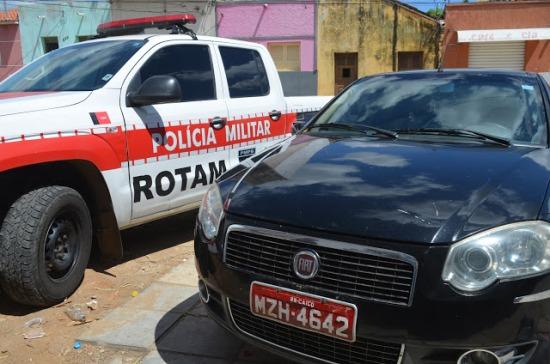 Taxi recuperado pela PM no pátio da delegacia(Foto divulgação)