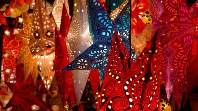 Natale in centro storico, no stop di negozi e mercato