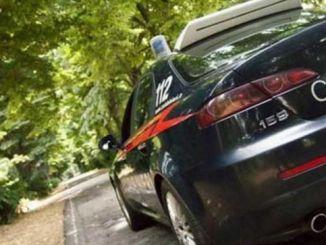 Lancia un vaso contro i Carabinieri, arrestato un italiano 40enne