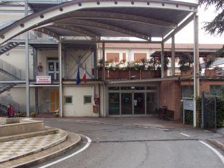 Ospedale di Umbertide, spruzza spray al peperoncino, panico tra la gente