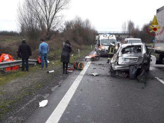 Incidente a Promano sulla E45, conducente sbalzata fuori dall'auto
