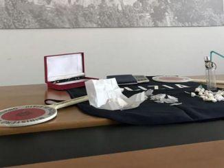 Consegnava droga a domicilio Polizia arresta spacciatore e ne denuncia 5