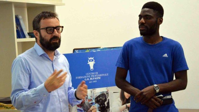 Hassan Ahmed, migrante venuto con barcone vuole diventare imprenditore in Italia