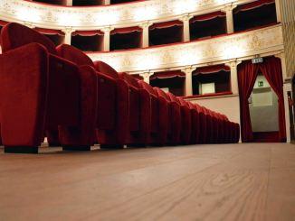 Città di Castello, teatro, lunedì ultimo giorno per gli abbonamenti
