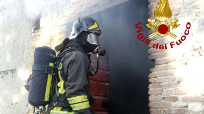 Incendio a Santa Caterina Nuvole, a fuoco magazzino di 80 metri quadrati