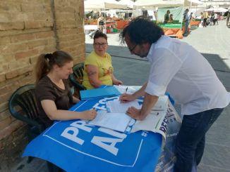 Umbertide, il sindaco Luca Carizia sottoscrive il referendum per la riforma della giustizia
