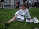 Mini-Madunina bei der Lektüre der Sportpresse