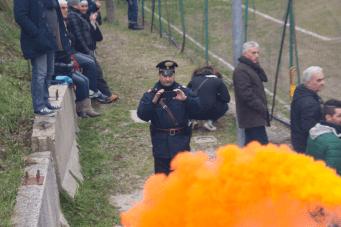Dorfsheriff verewigt Rauchtopf