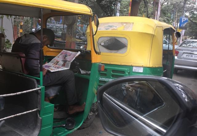traffic-jam-newspaper-tuktuk-reader
