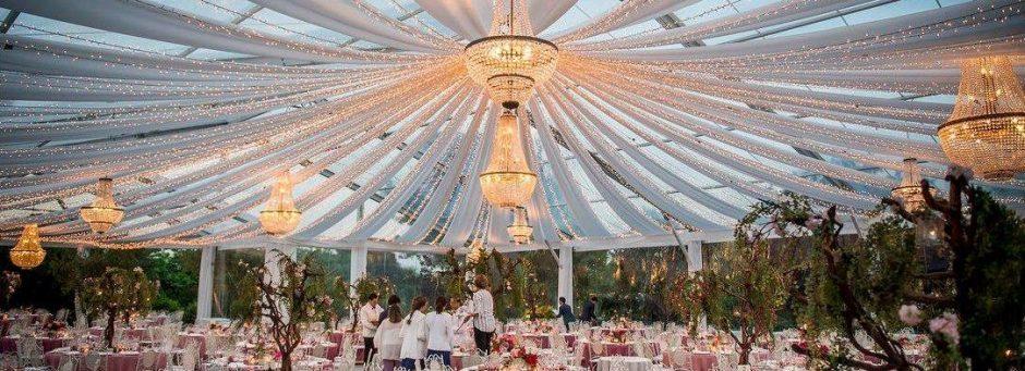 Alugar lustres como decoração de casamento