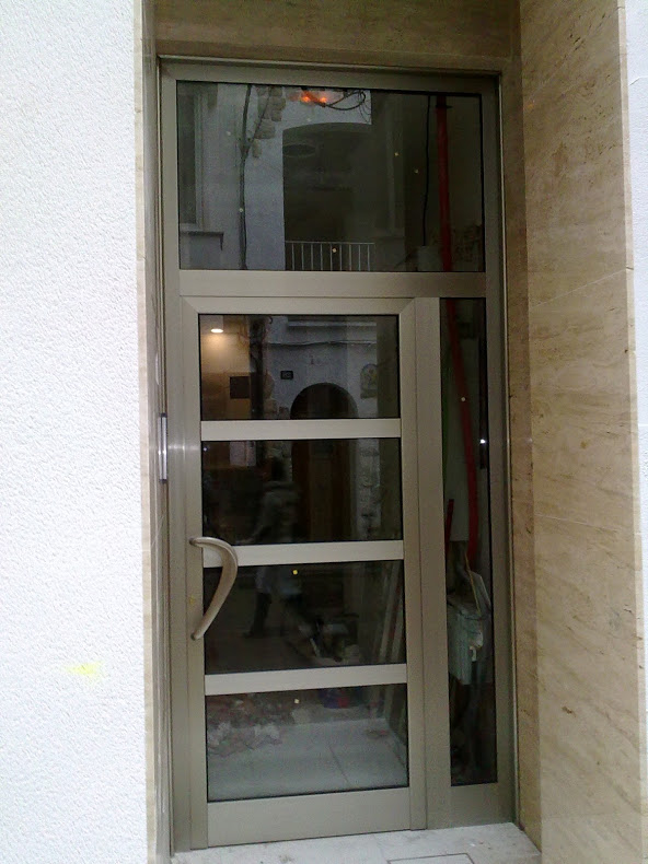 Puerta de aluminio en Calafell