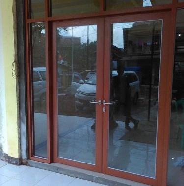 Pintu Utama Aluminium Motif Kayu