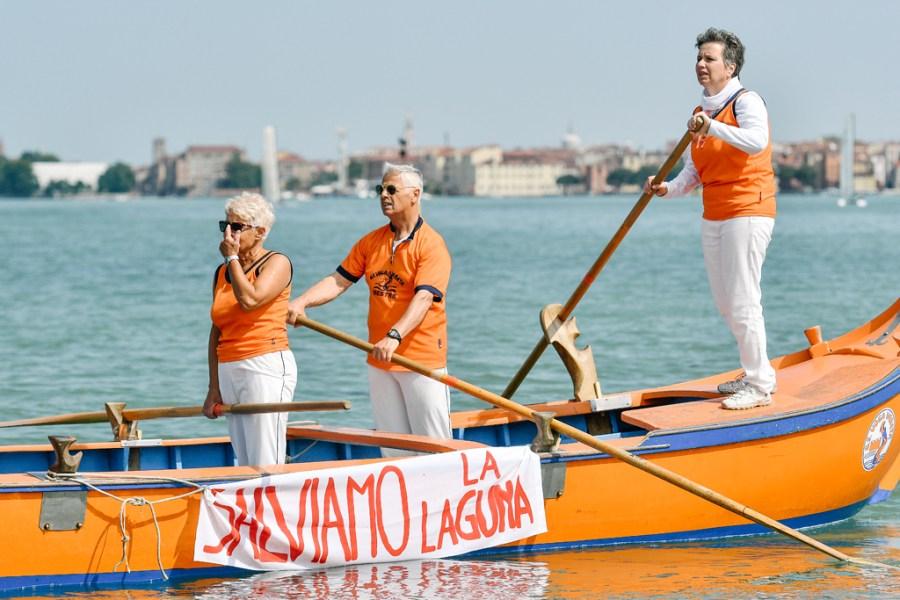 laguna di venezia reportage interramento manifestazione corteo acqueo fotografia san giuliano